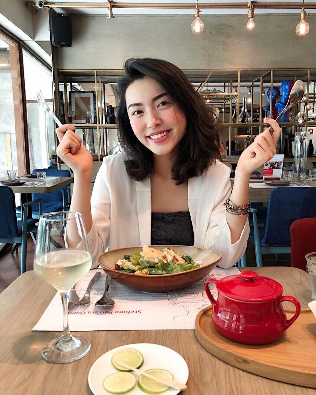 Ngam do an ngon, sang chanh tren Instagram hot girl Ha Truc hinh anh 15