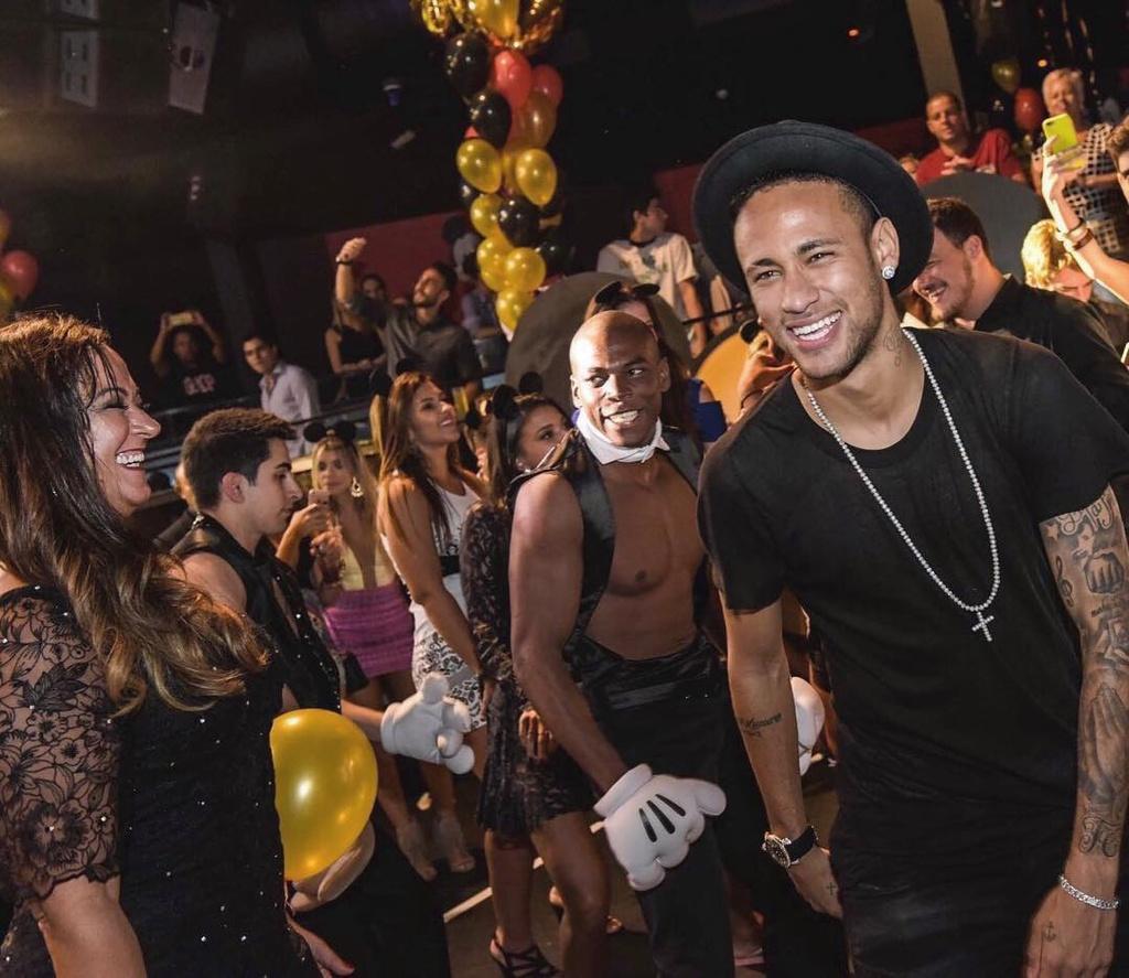 Kham pha ve dep Brazil - que huong cua Neymar va cac tai nang bong da hinh anh 12