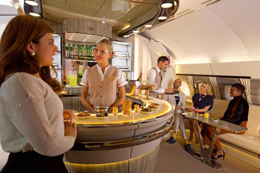 6 quầy bar sang trọng trên phi cơ của các hãng hàng không cao cấp - Ảnh 3