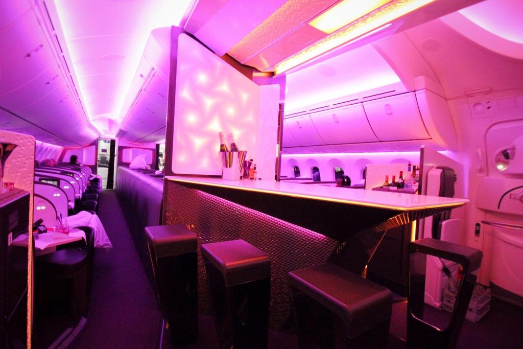 6 quầy bar sang trọng trên phi cơ của các hãng hàng không cao cấp - Ảnh 5