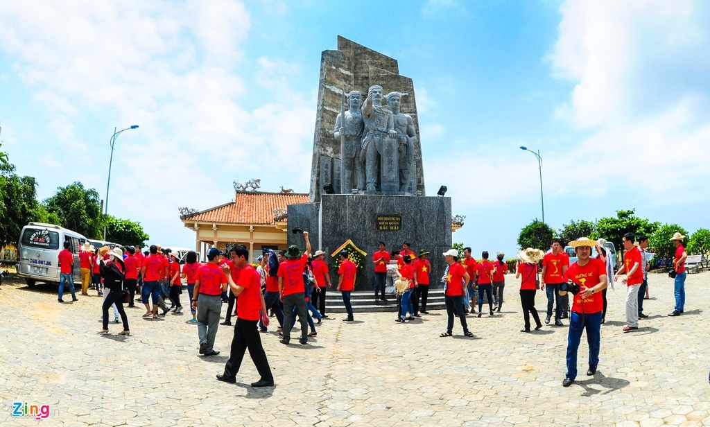 Nha van Dang Ngoc Hung: 'Hung binh' la mon qua toi danh tang Hoang Sa hinh anh 3 Anh_3_gui_zing3176_1.jpg