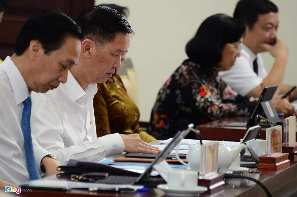 Ông Trần Vĩnh Tuyến tham gia phiên chất vấn HĐND TP.HCM sáng 11/7. Ảnh: Quang Huy.