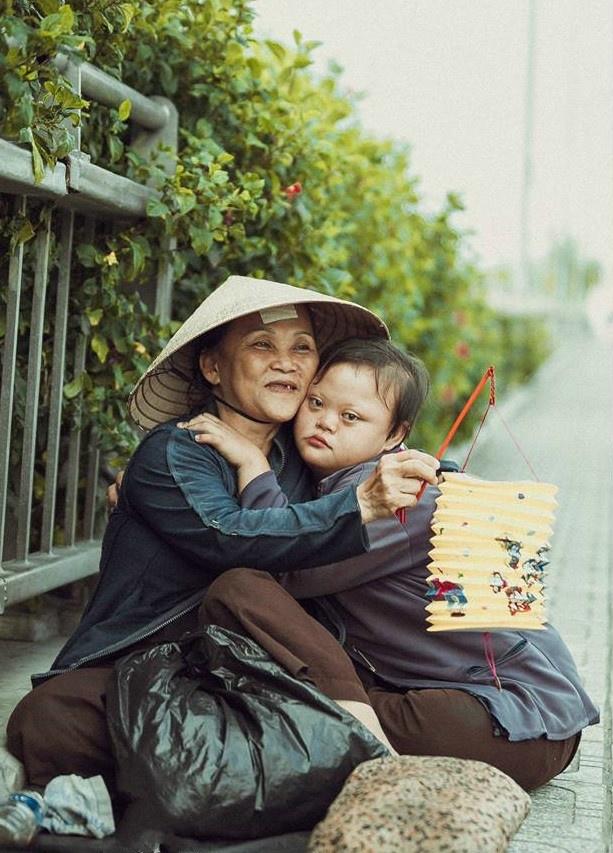 Be gai don Trung thu cung me ben le duong Sai Gon hinh anh 6