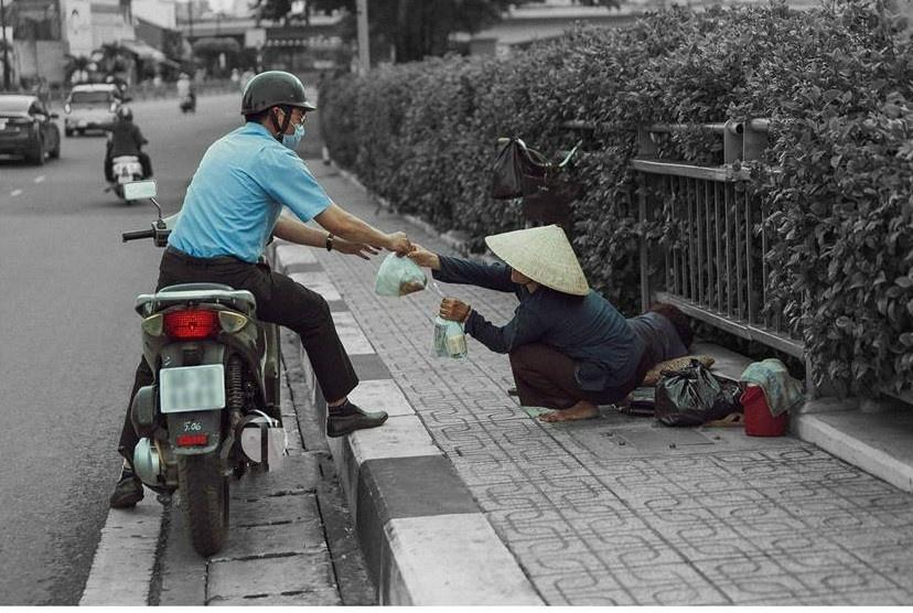 Be gai don Trung thu cung me ben le duong Sai Gon hinh anh 9