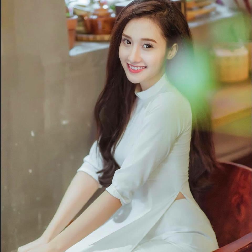 9X xinh dep cuop chong, dong canh nong trong MV cua Minh Hang la ai? hinh anh 4