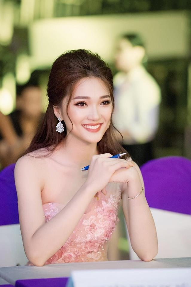Ngoc Nu: 'Dung goi toi la ban gai tin don cua Phan Van Duc' hinh anh 3