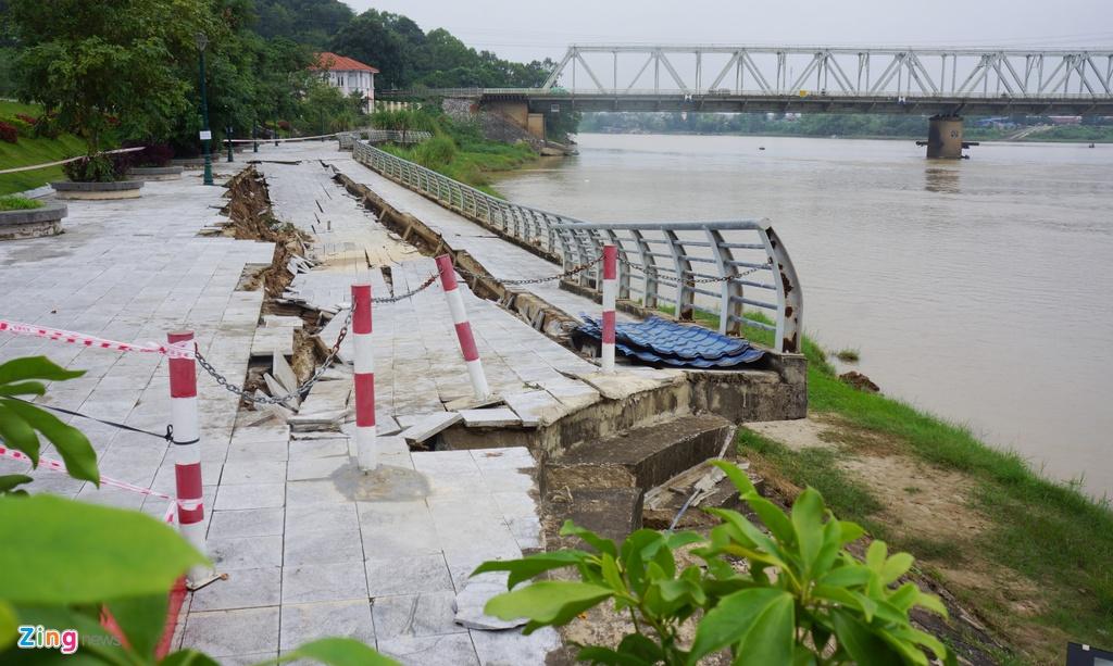 Tuyến đê, kè sông hơn 100 tỷ trước nguy cơ bị nuốt chửng