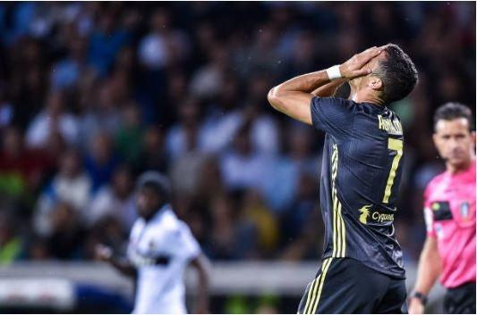 Ronaldo tit ngoi tran thu ba lien tiep: Gay go that roi day CR7 hinh anh 4