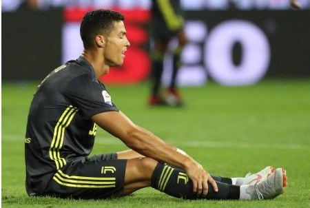 Ronaldo tit ngoi tran thu ba lien tiep: Gay go that roi day CR7 hinh anh 3