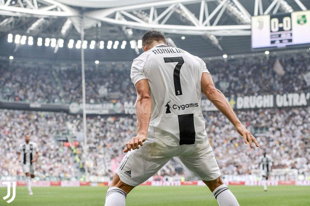 Juventus thang Sassuolo 2-1: Chao mung 'ke huy diet' Ronaldo hinh anh 2