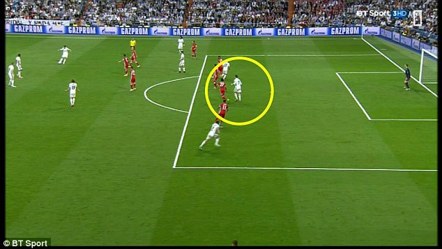 Champions League ap dung VAR: Cu dam vao de che Real? hinh anh 2