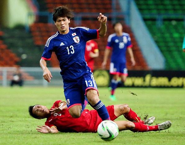 Cong Phuong doi dau Takumi Minamino, hay quen di am anh U19 hinh anh 1