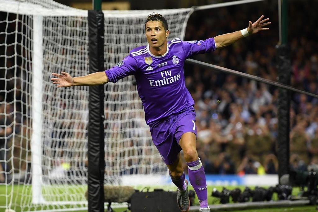 10 khoanh khac dang nho cua Ronaldo tai Champions League hinh anh 7