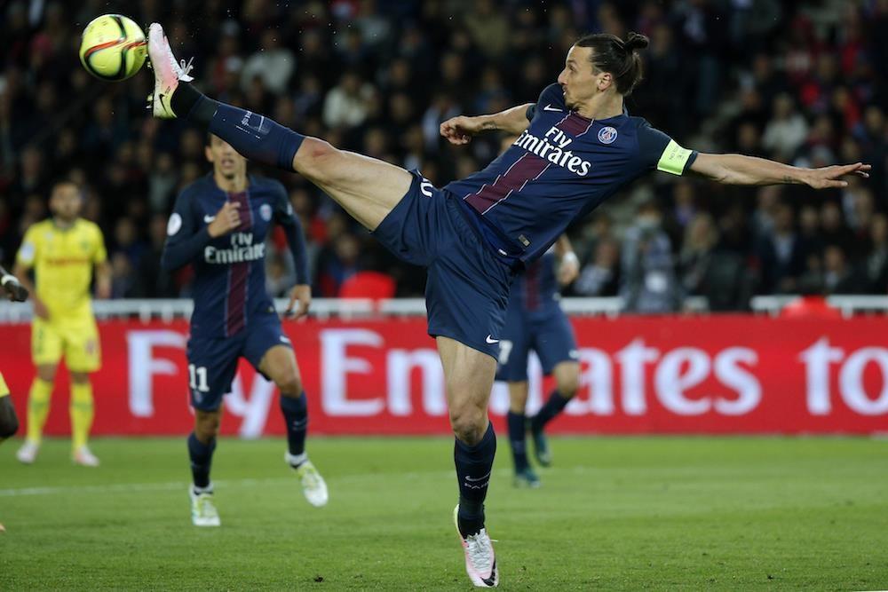 Ibrahimovic - sieu sao mang vo thuat len san co hinh anh 2