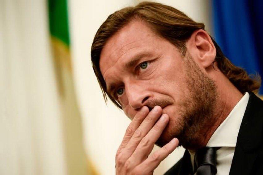 Totti bat khoc trong ngay chia tay AS Roma hinh anh 1