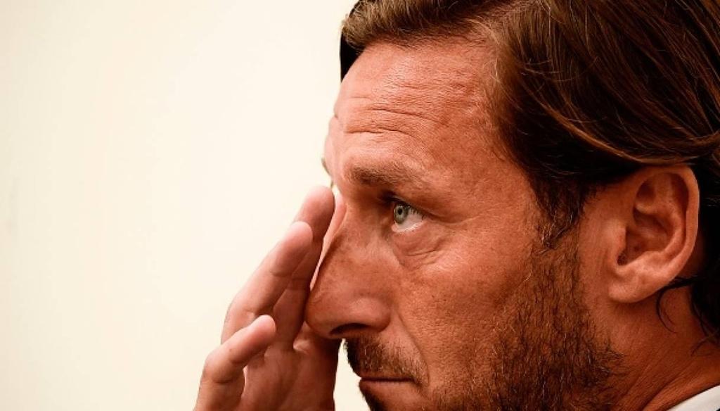 Totti bat khoc trong ngay chia tay AS Roma hinh anh 3