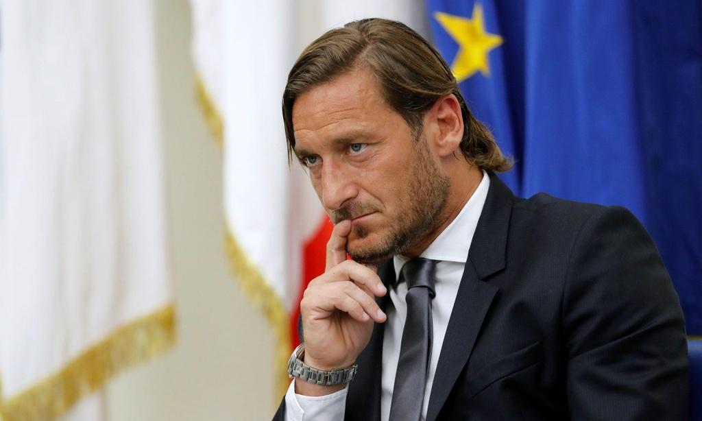 Totti bat khoc trong ngay chia tay AS Roma hinh anh 2