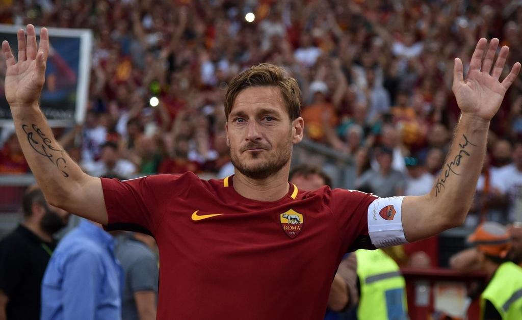 Totti bat khoc trong ngay chia tay AS Roma hinh anh 7