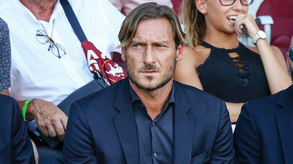 Totti bat khoc trong ngay chia tay AS Roma hinh anh 8