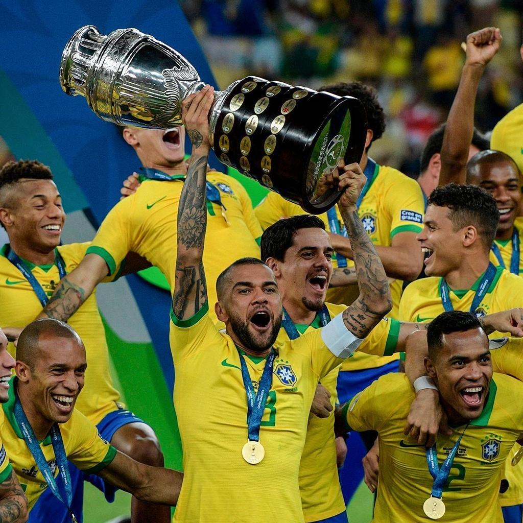 Dani Alves là cầu thủ duy nhất còn góp mặt trong đội hình Brazil vô địch Copa America 2019 từ chiến công cách đây 12 năm.