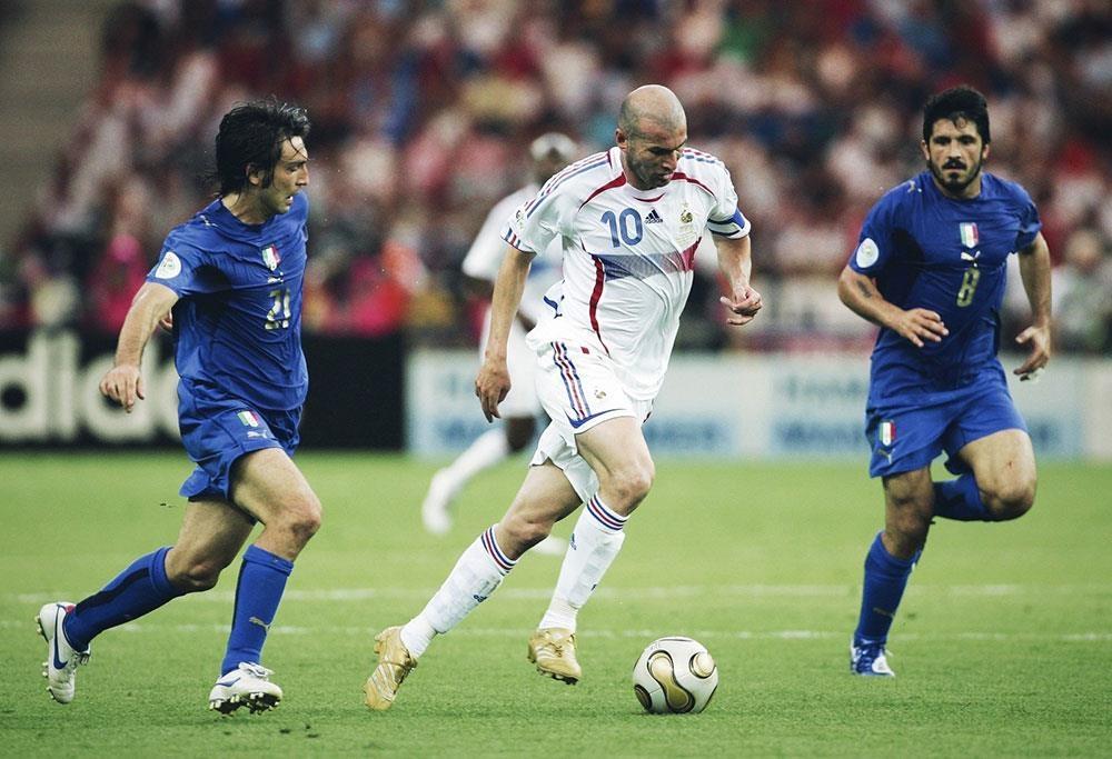 Zinedine Zidane va cu huc dau rung chuyen lich su bong da hinh anh 5