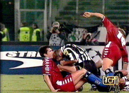 Zinedine Zidane va cu huc dau rung chuyen lich su bong da hinh anh 7