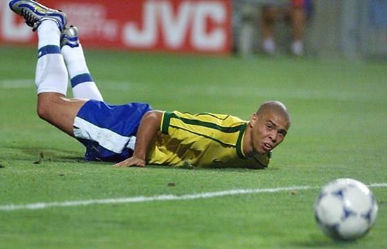 Ronaldo dong kinh anh 8