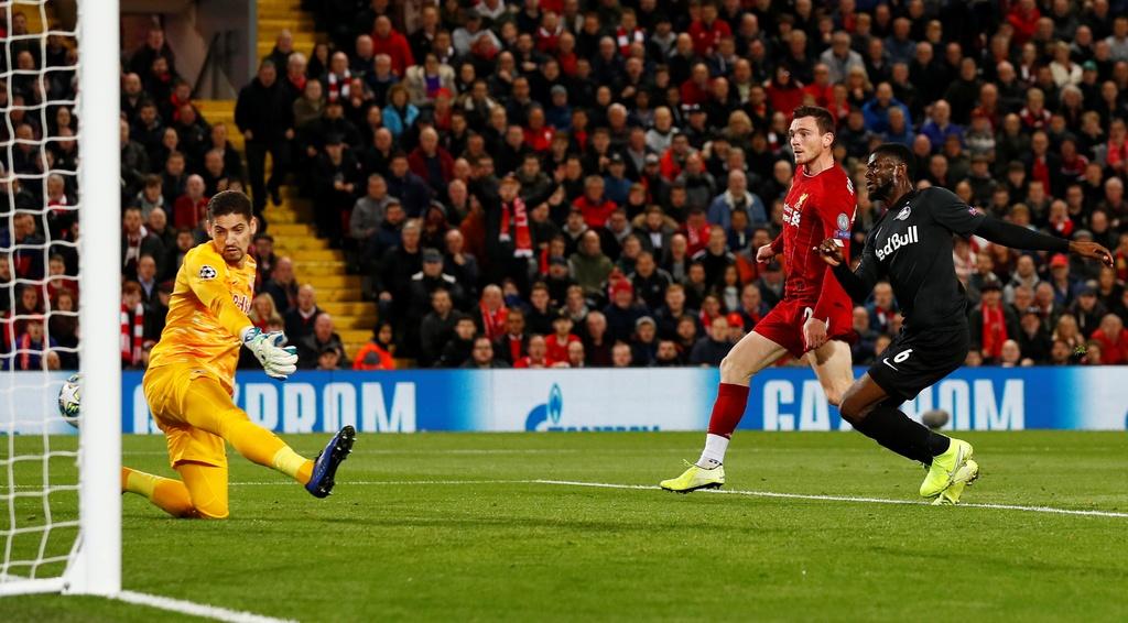 Salah lap cu dup trong tran dau co 7 ban thang cua Liverpool hinh anh 4