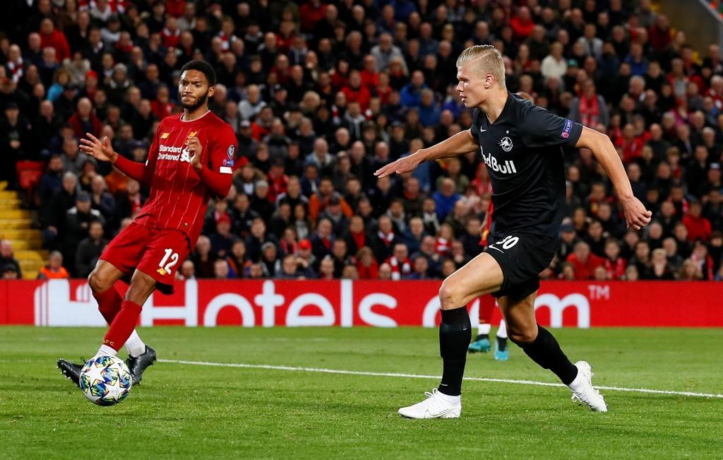 Salah lap cu dup trong tran dau co 7 ban thang cua Liverpool hinh anh 11