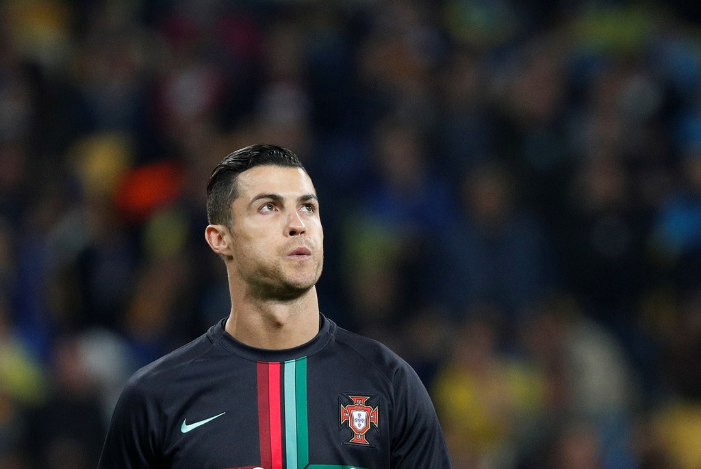 Ronaldo ghi ban thu 700, Bo Dao Nha van thua o VL Euro 2020 hinh anh 1