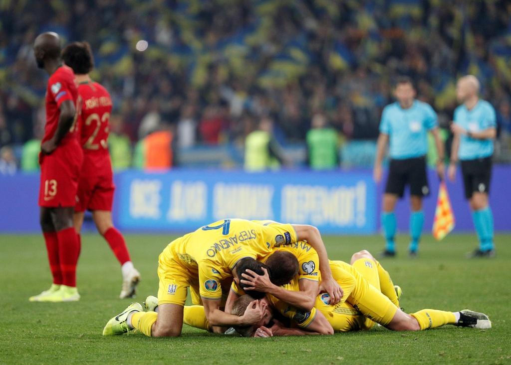 Ronaldo ghi ban thu 700, Bo Dao Nha van thua o VL Euro 2020 hinh anh 10