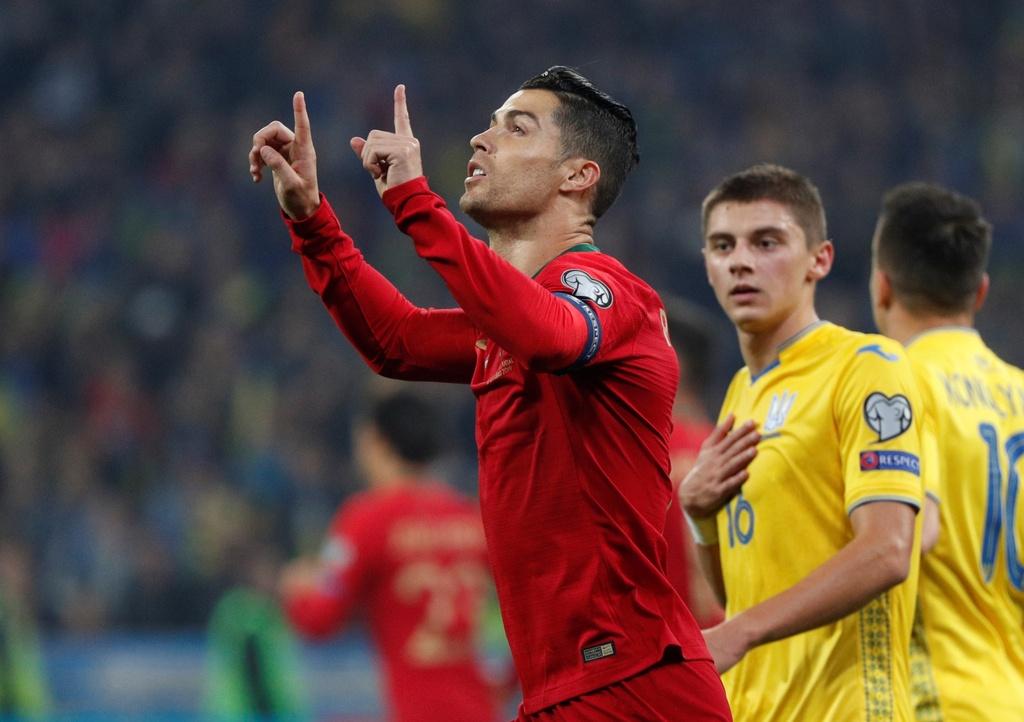 Ronaldo ghi ban thu 700, Bo Dao Nha van thua o VL Euro 2020 hinh anh 8