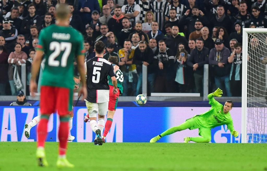 Ronaldo gao thet vi khong the ghi ban cho Juventus hinh anh 4
