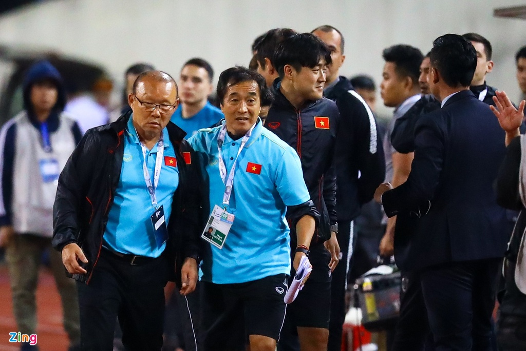 'Phai dua tro ly tuyen Thai Lan len FIFA xu nang' hinh anh 5