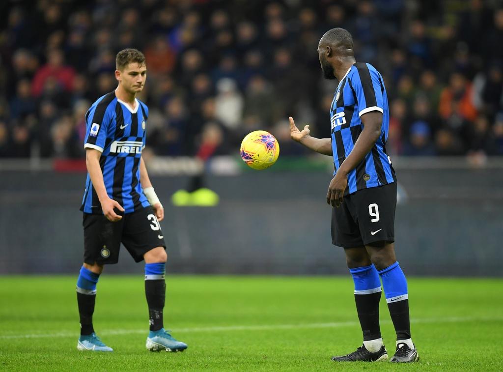 Lukaku ghi ban giup Inter lay lai ngoi dau tu Juventus hinh anh 5