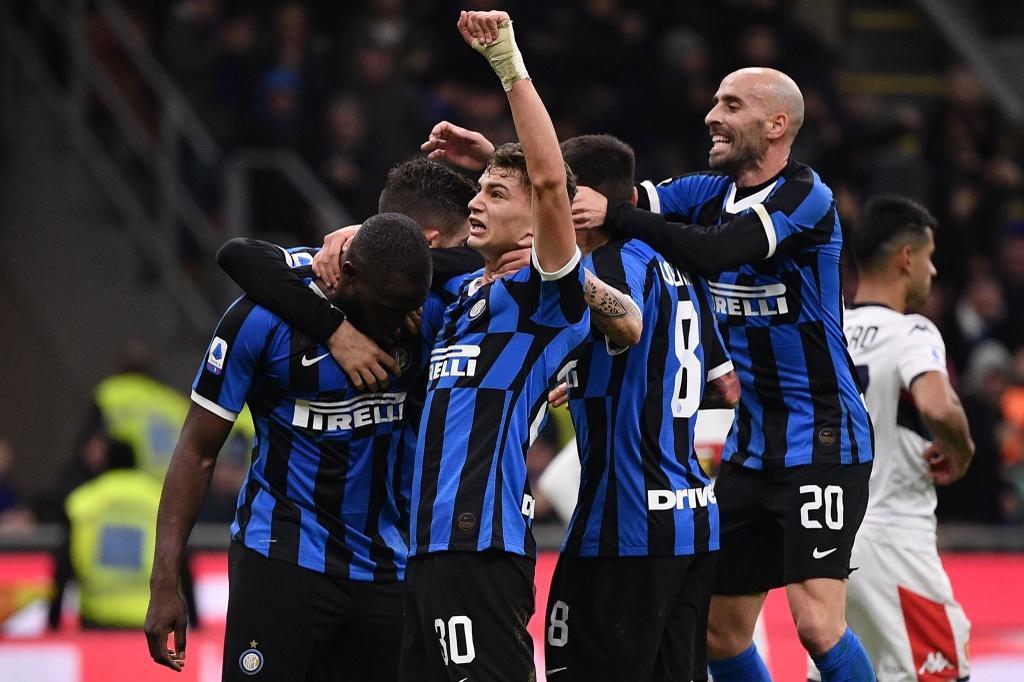 Lukaku ghi ban giup Inter lay lai ngoi dau tu Juventus hinh anh 6