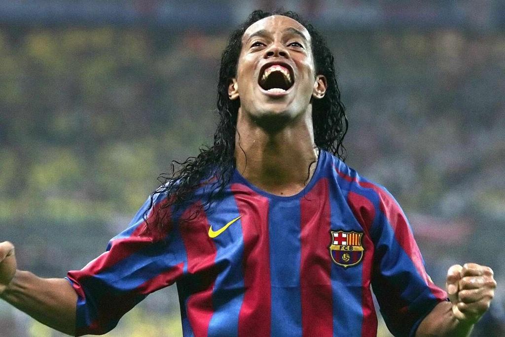 Ronaldinho va cu lac hong khien ca the gioi me man hinh anh 3 rovau.jpg