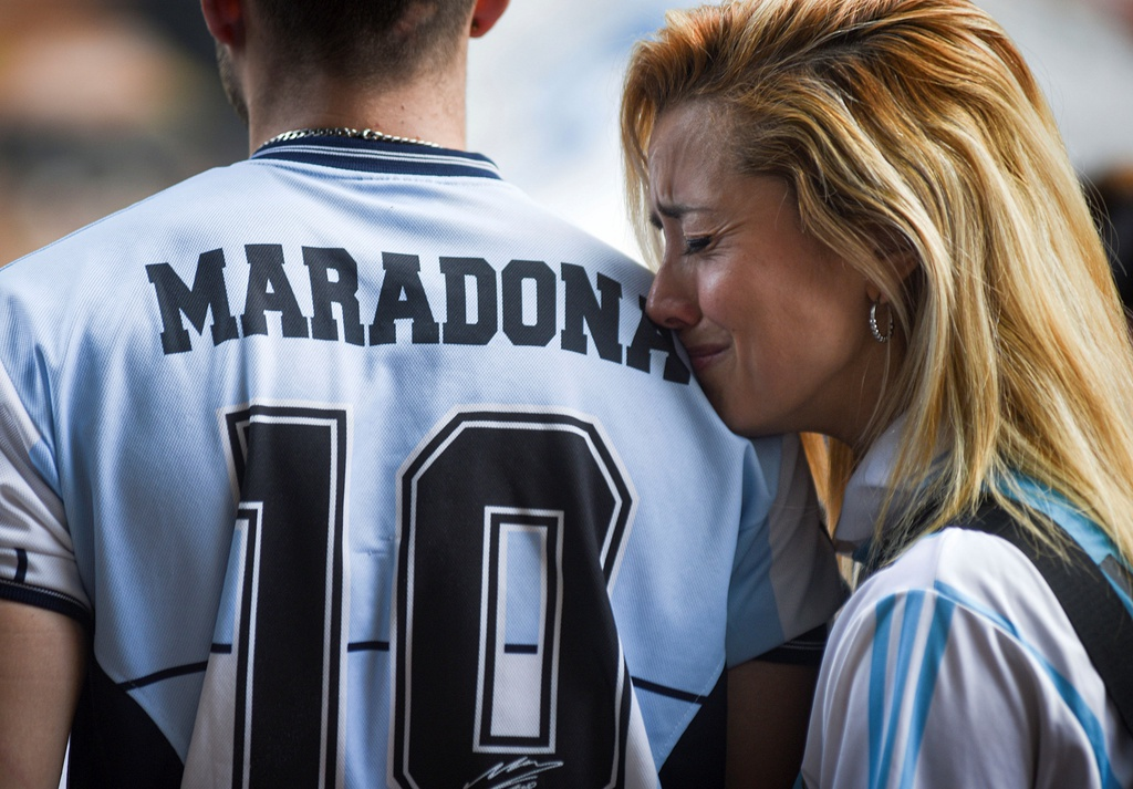 Nc247info tổng hợp: Người hâm mộ tiếc thương Maradona