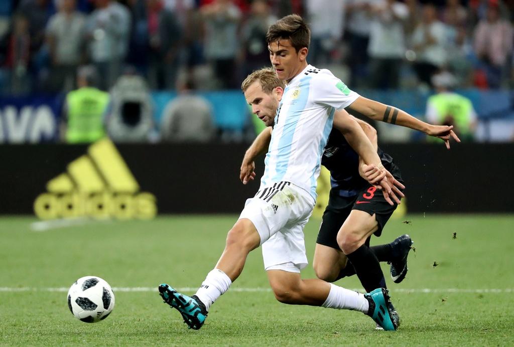 Argentina co nen lieu linh cho Messi va Dybala cung da chinh? hinh anh 2