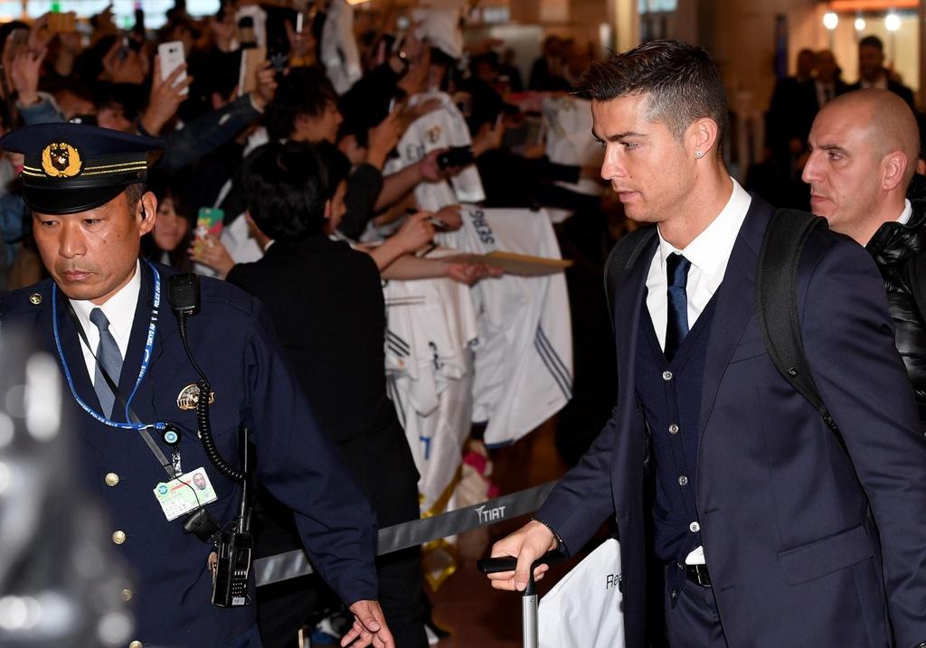 Ronaldo tron thue,  Real Madrid,  Juventus anh 2