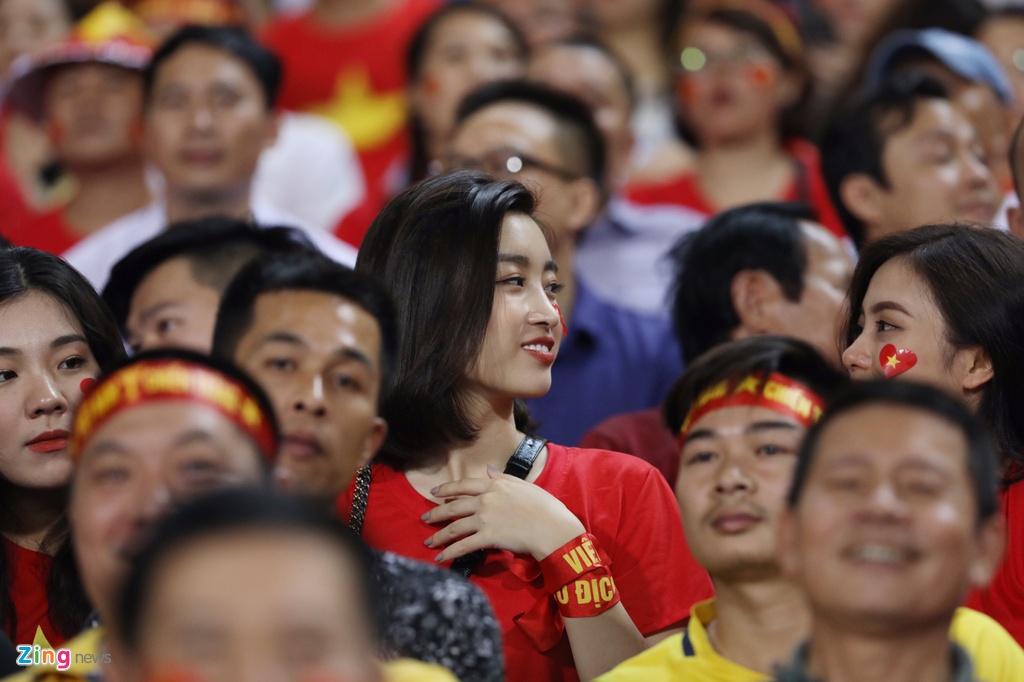 Hoa hau My Linh rang ro tren khan dai co vu tuyen Viet Nam hinh anh 3