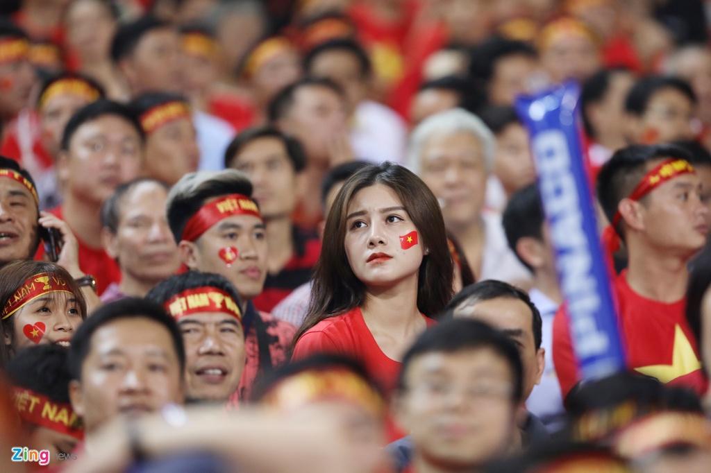 Hoa hau My Linh rang ro tren khan dai co vu tuyen Viet Nam hinh anh 5