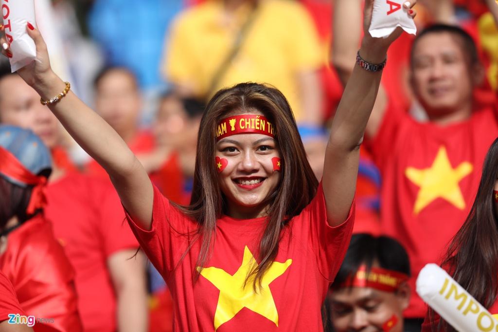 Hoa hau Ngoc Han dien ao dai doc dao co vu cho tuyen Viet Nam hinh anh 4