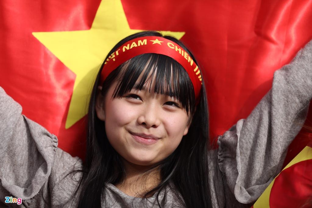 Hoa hau Ngoc Han dien ao dai doc dao co vu cho tuyen Viet Nam hinh anh 6