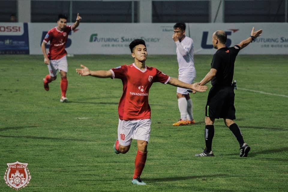 Martin Lo,  U23 Viet Nam,  cau thu Viet kieu,  Pho Hien FC,  SEA Games 30 anh 1