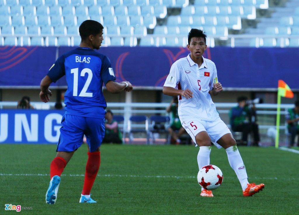 Doan Van Hau nuoi giac mo World Cup tu trai bong nhua hinh anh 1