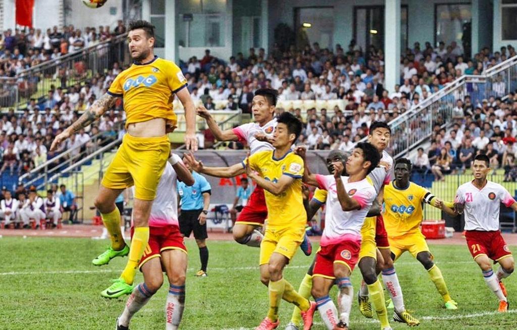 Van Bakel ke tren bao Ha Lan chuyen bi 'hanh xac' o V.League hinh anh 2