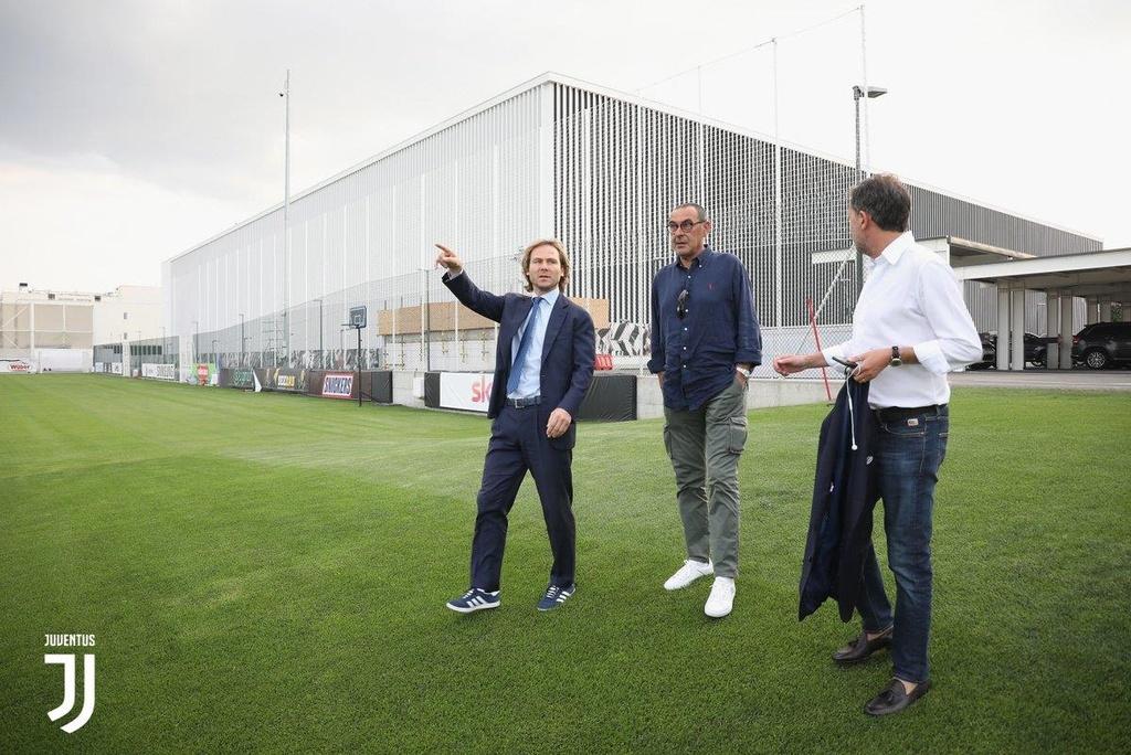 HLV Sarri di may bay den nhan viec o Juventus hinh anh 5