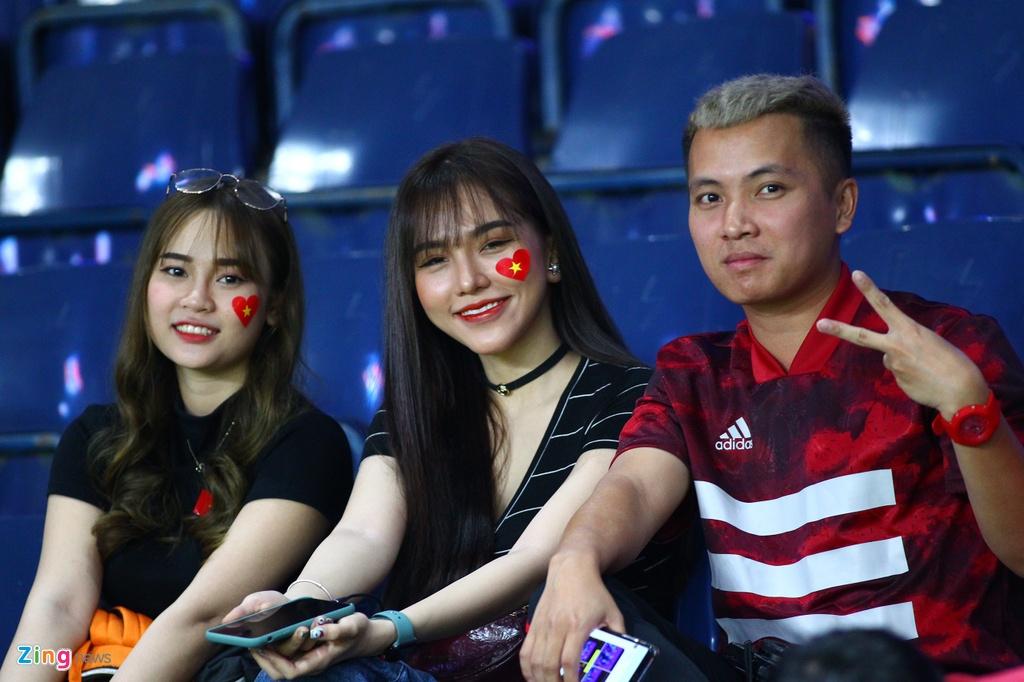 Ban gai Hoang Duc den co vu U23 Viet Nam doi dau Jordan hinh anh 2 hoangduc2_zing.jpg