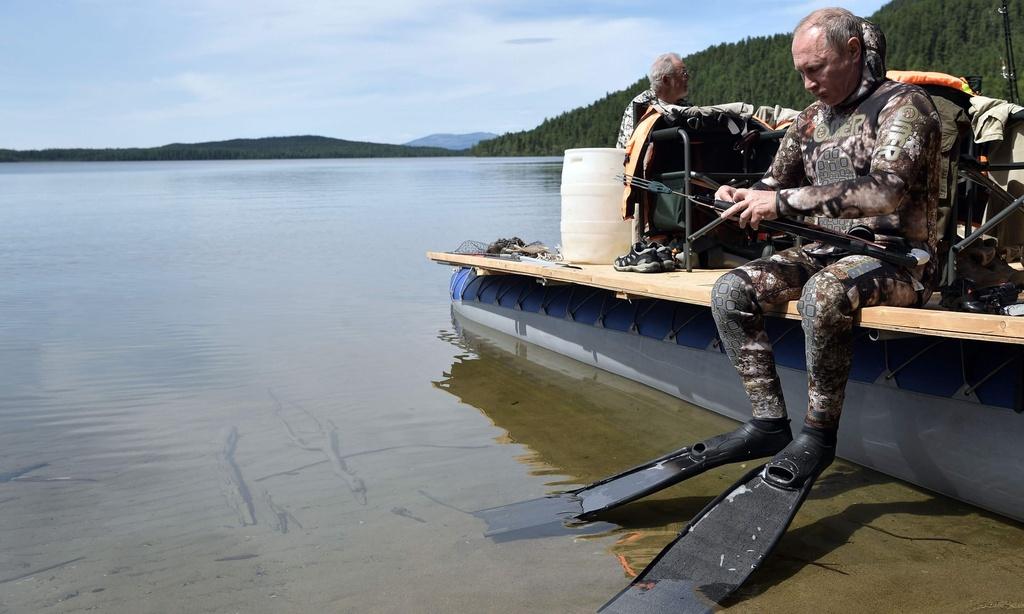TT Putin nguc tran cau ca trong chuyen nghi mat tai Siberia anh 4